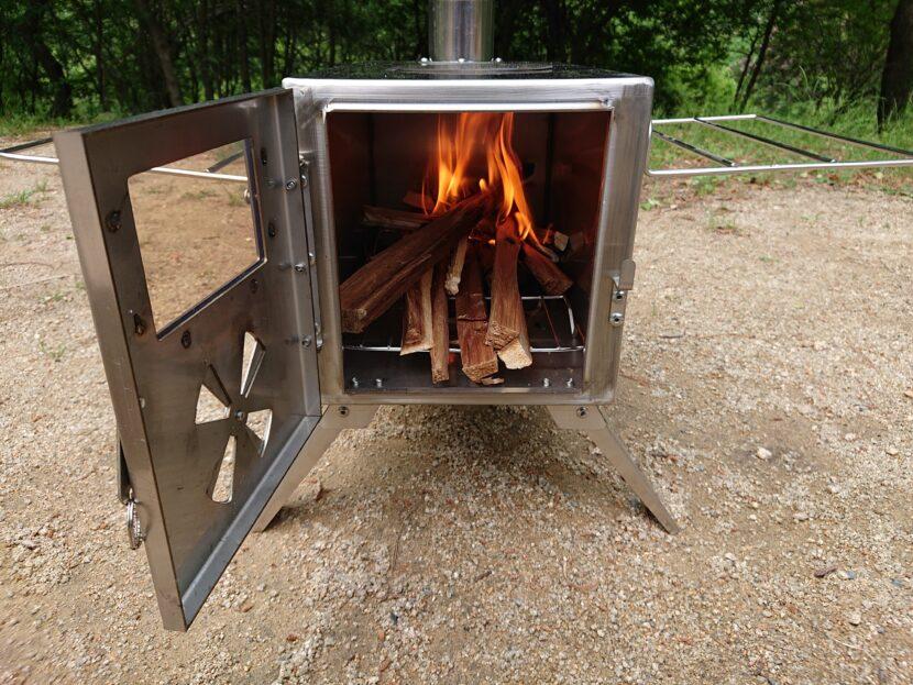 薪ストーブに点火イメージ1